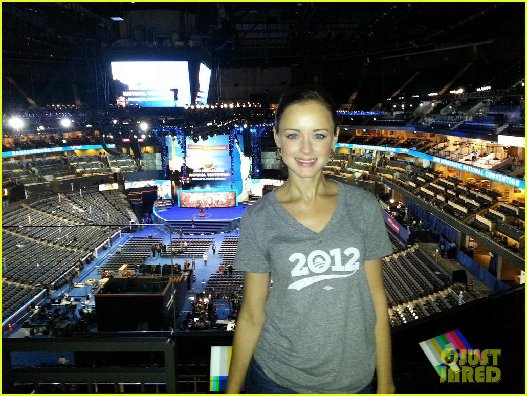 alexis bledel gabby douglas democratic national convention 032714972