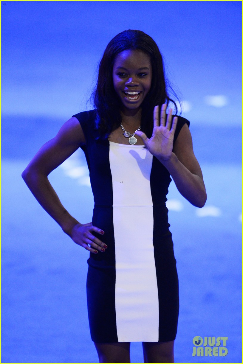 alexis bledel gabby douglas democratic national convention 09