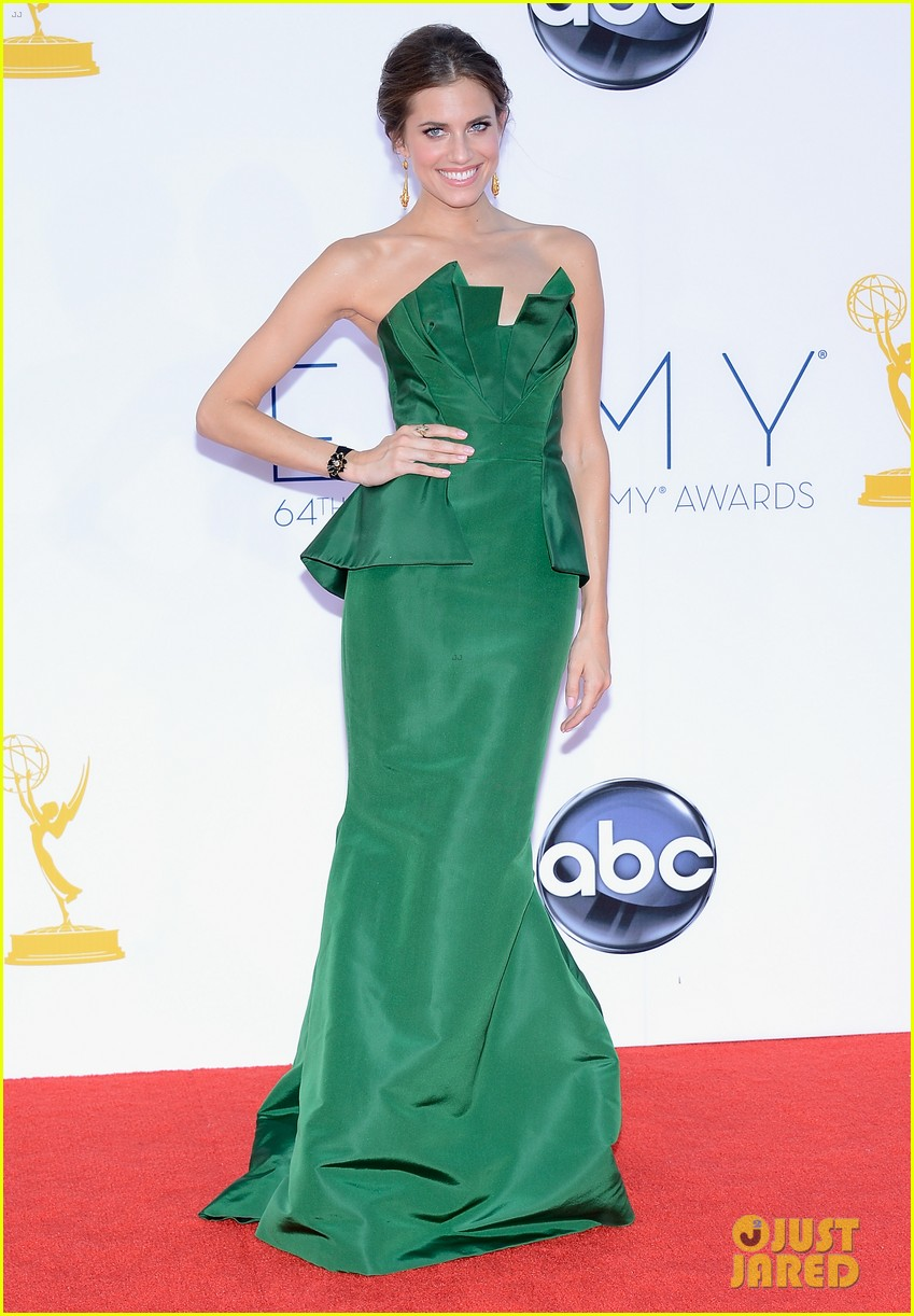 lena dunham allison williams emmys 2012 red carpet 05