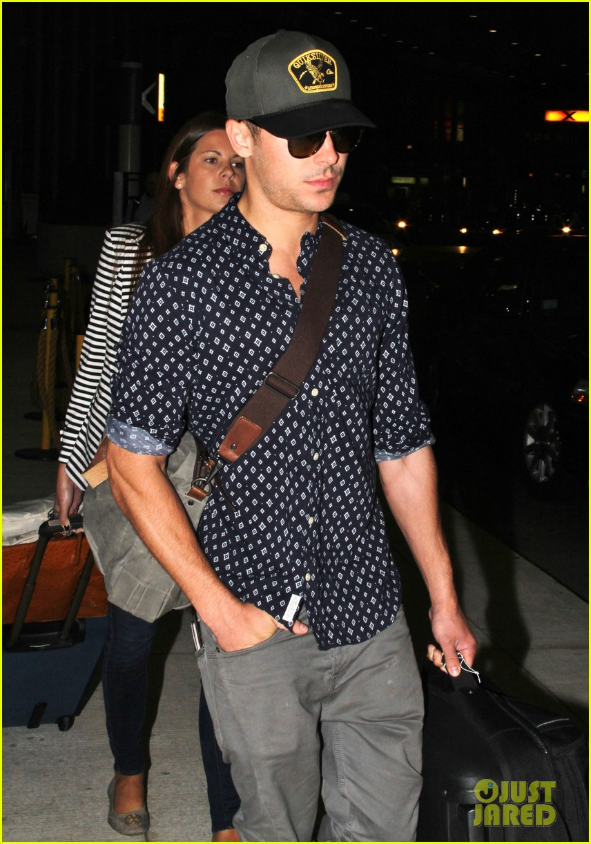 zac efron back to toronto for paperboy premiere 04