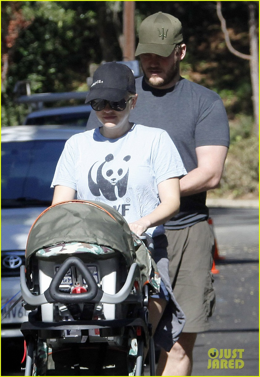 anna faris chris pratt strolling with baby jack 06