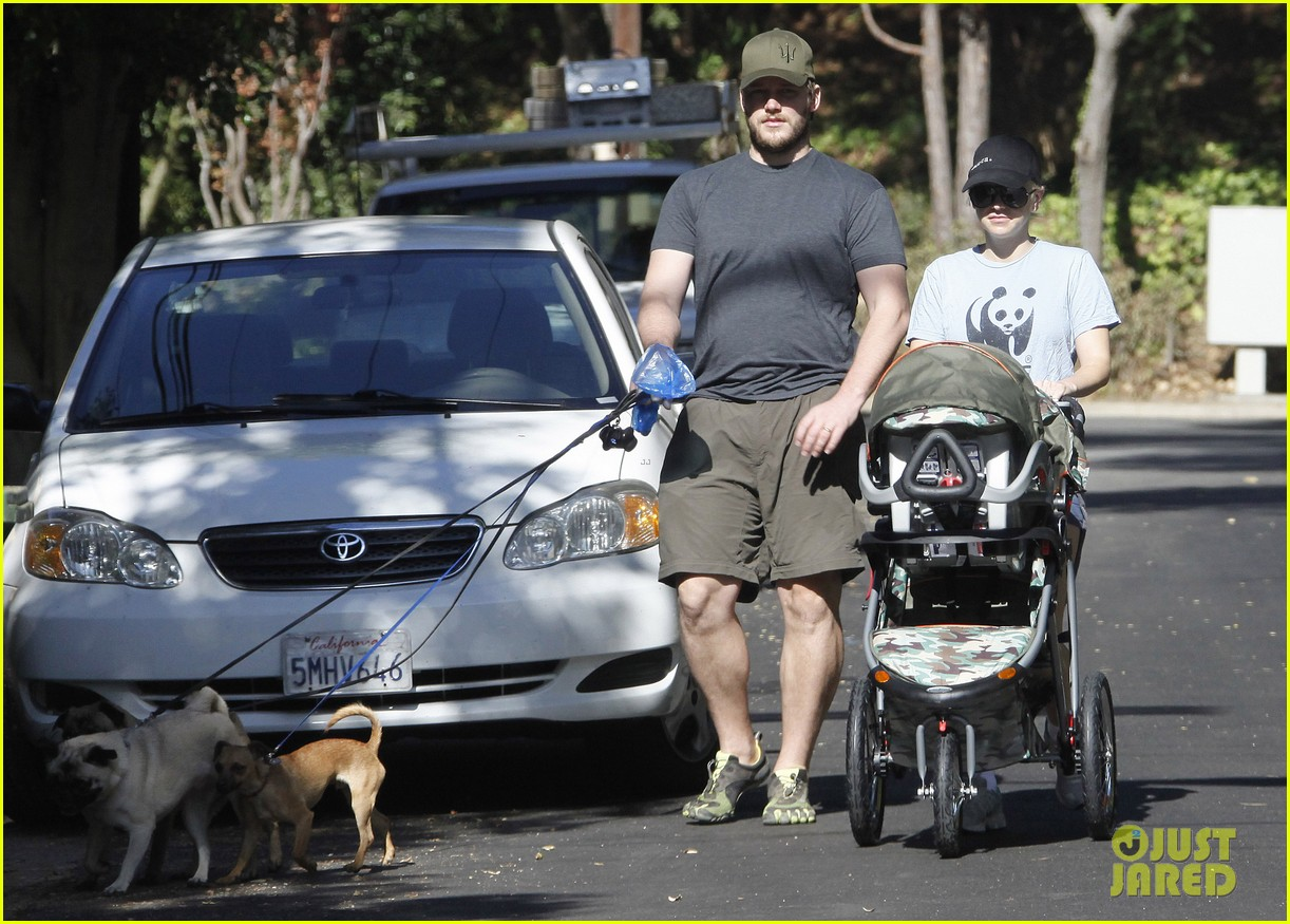 anna faris chris pratt strolling with baby jack 092730467