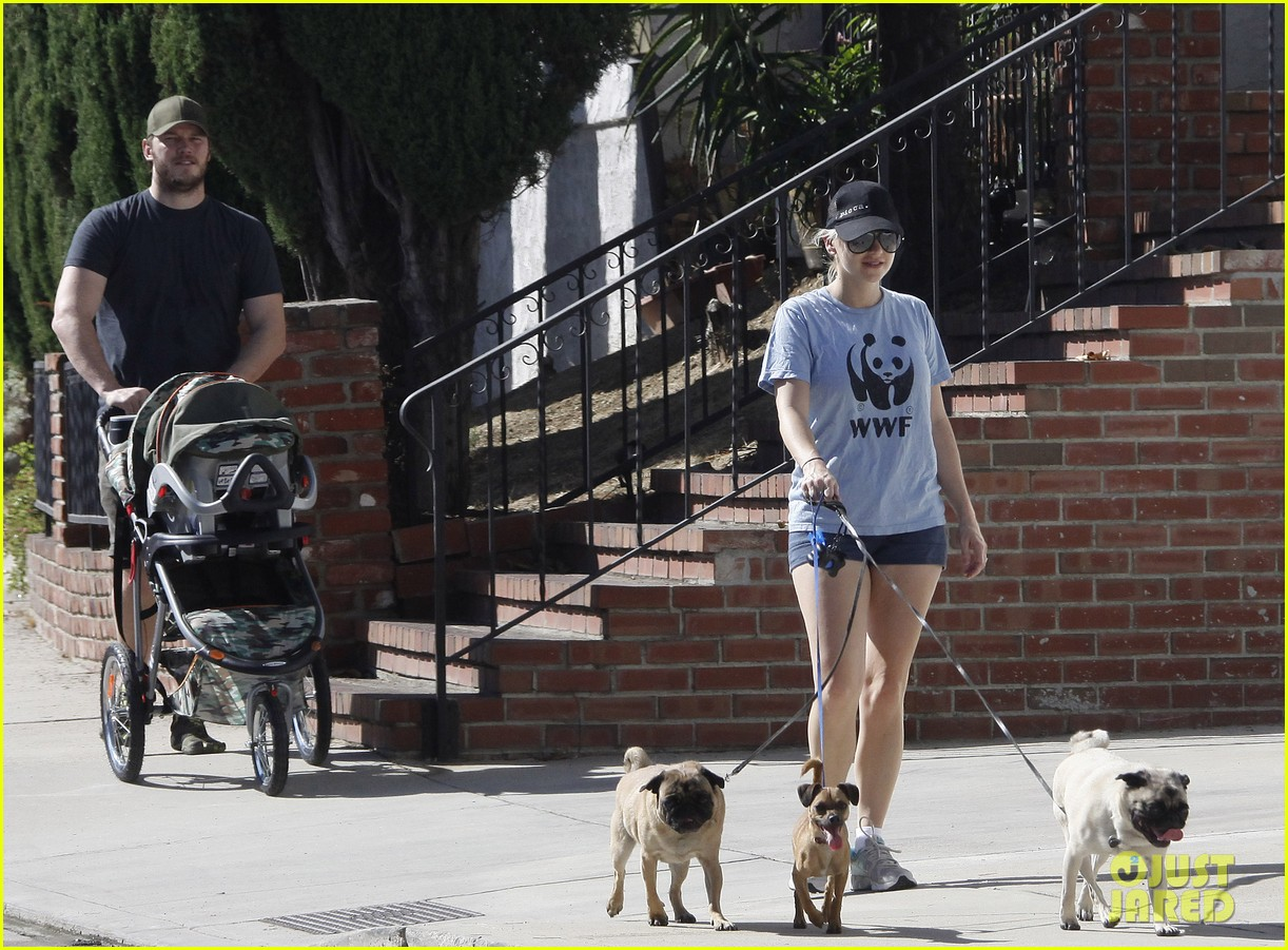 anna faris chris pratt strolling with baby jack 20