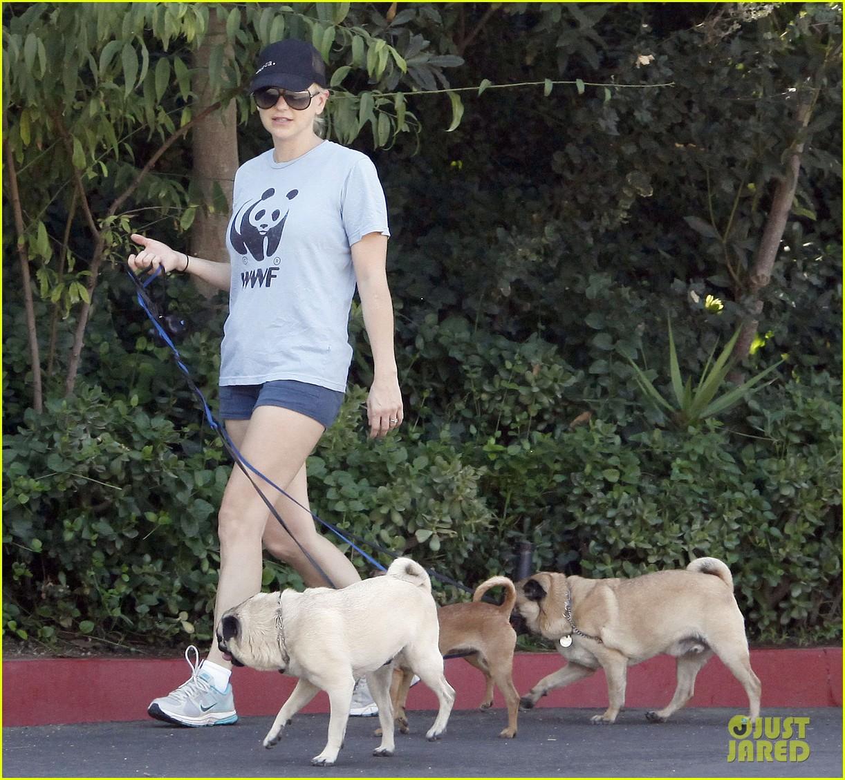 anna faris chris pratt strolling with baby jack 28