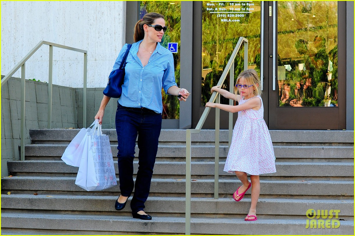 jennifer garner weekend outings with the kids 05