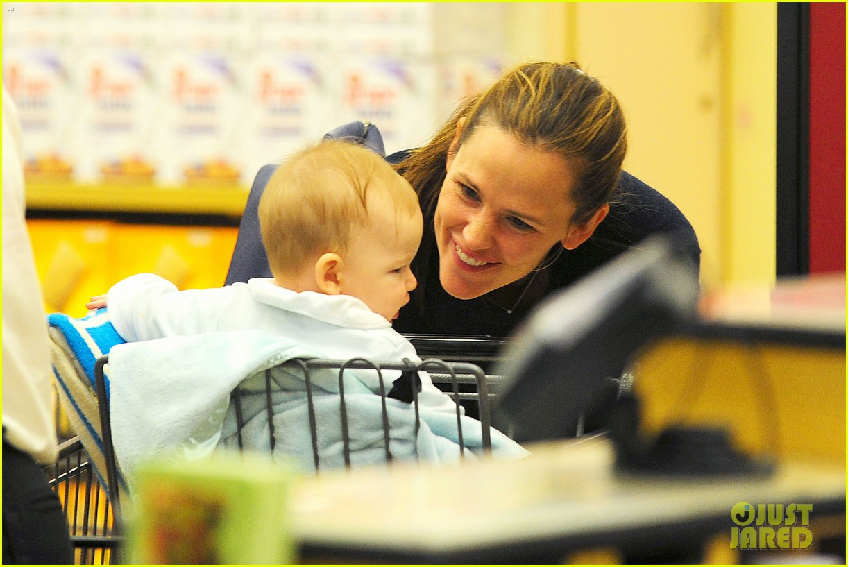 jennifer garner weekend outings with the kids 072728127