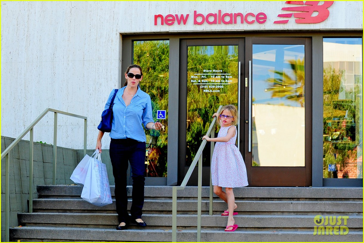 jennifer garner weekend outings with the kids 27