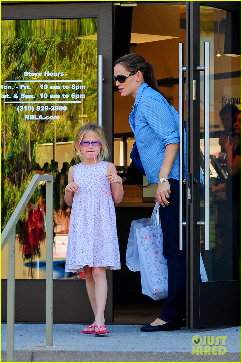 jennifer garner weekend outings with the kids 29
