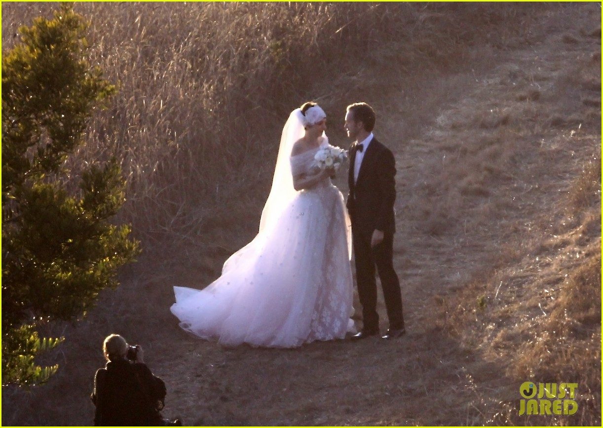 anne hathaway wedding pictures adam shulman 06