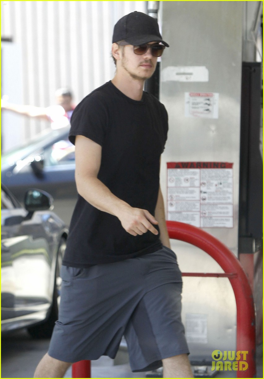 hayden christensen gas pump 03