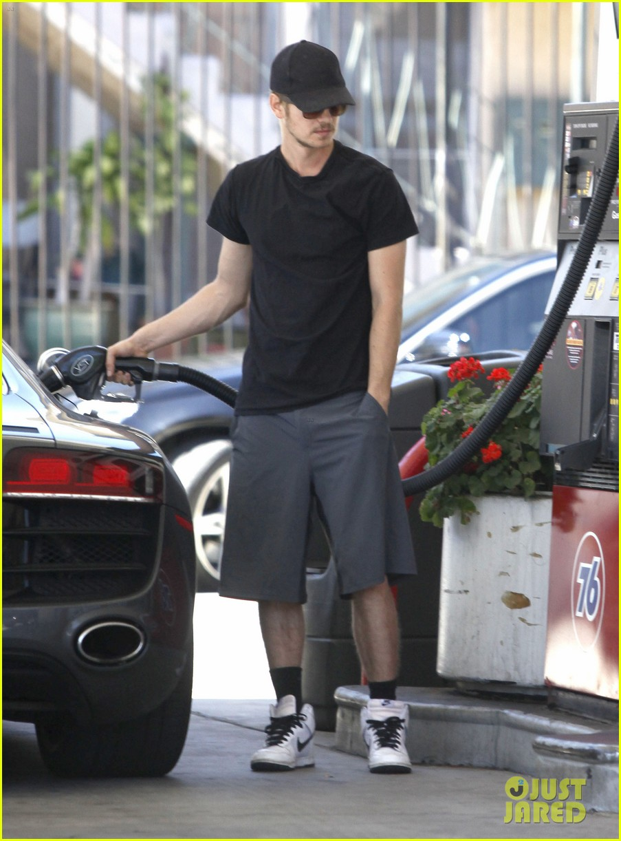 hayden christensen gas pump 11