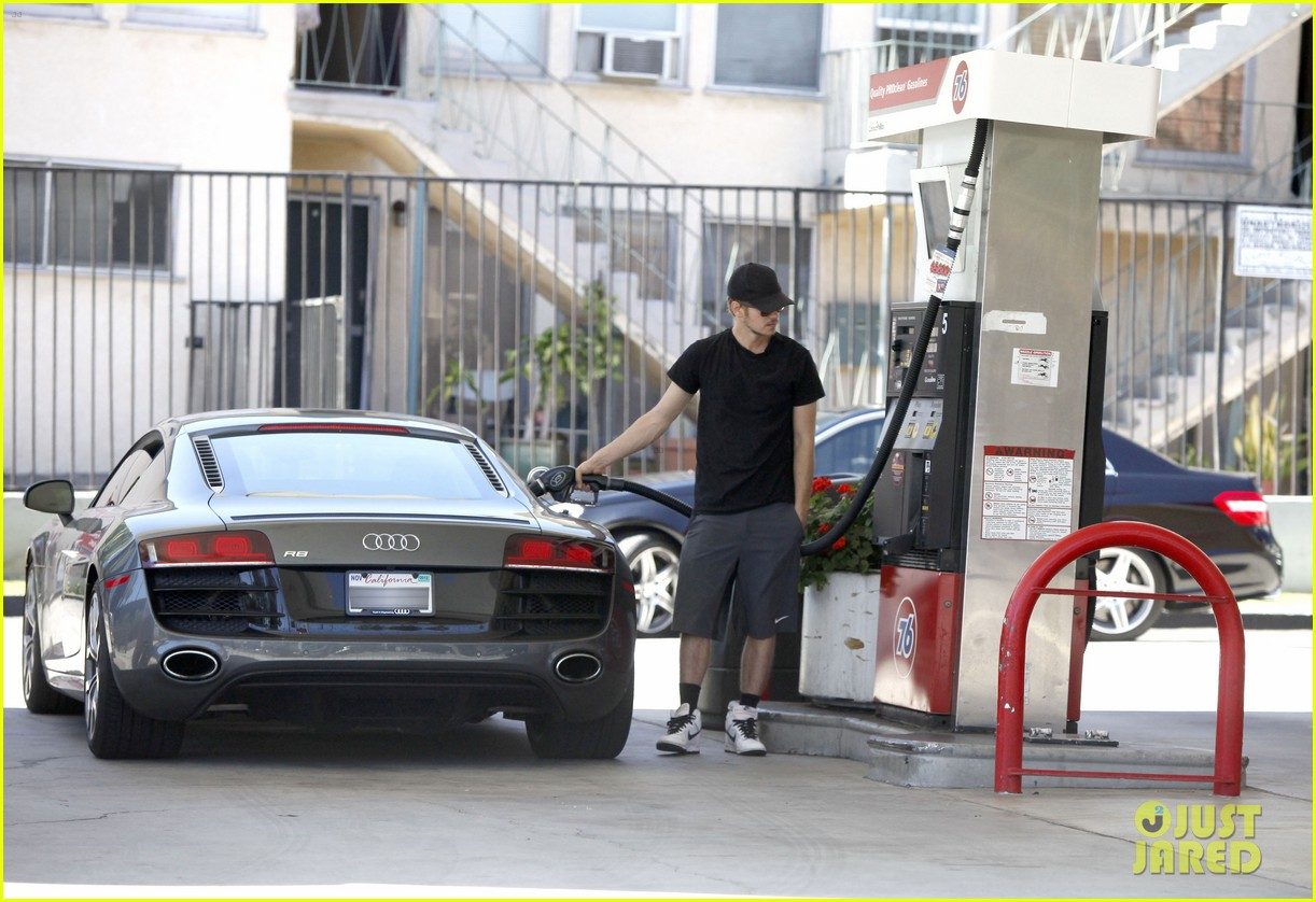 hayden christensen gas pump 13