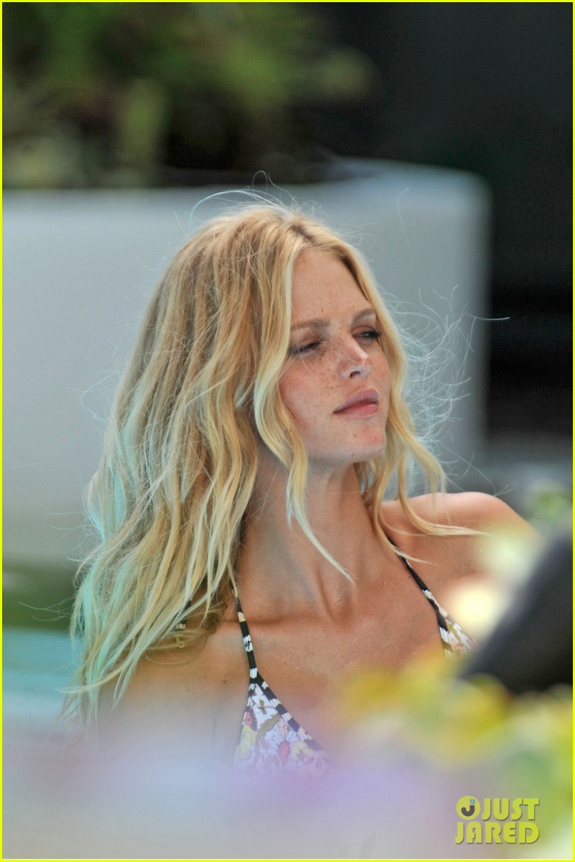 erin heatherton bikini photo shoot for victorias secret 02