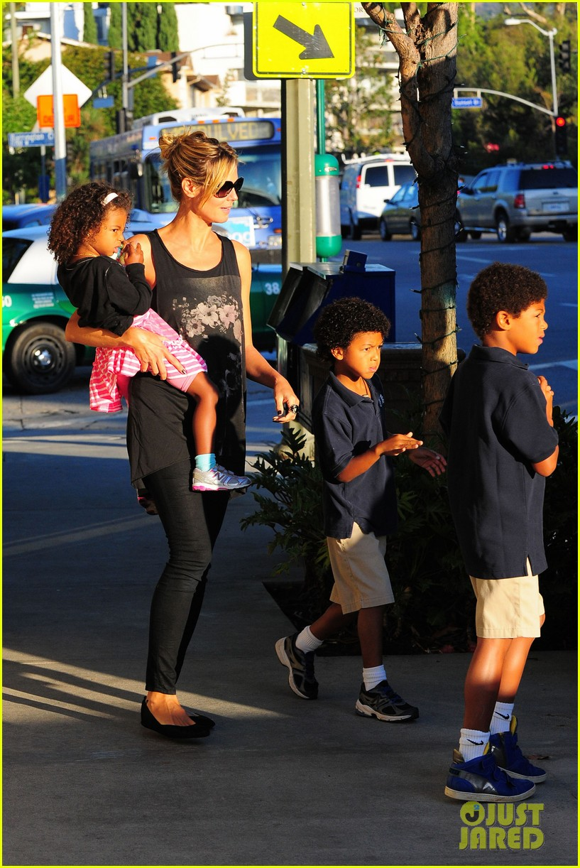heidi klum starbucks run with kids 182725149