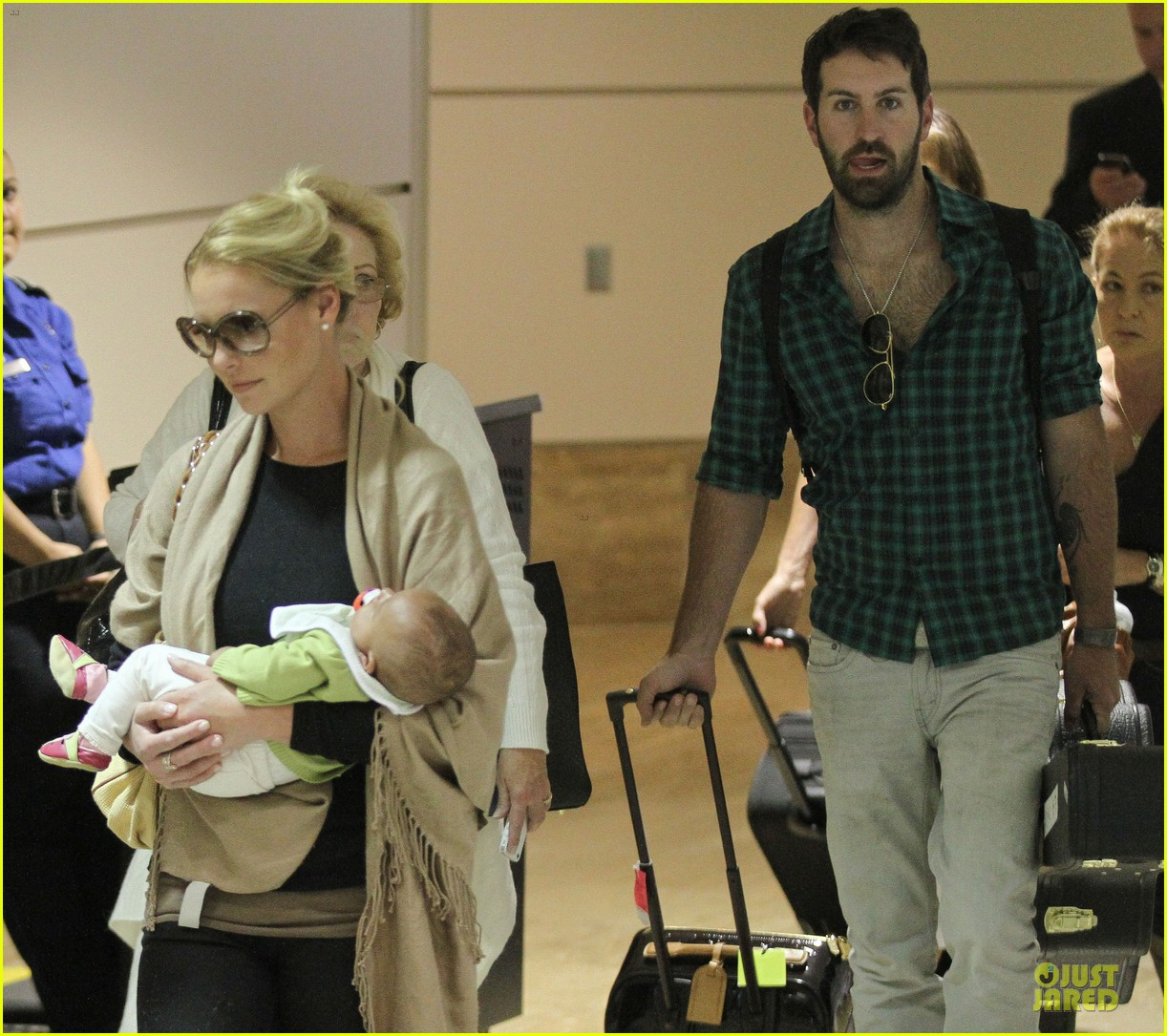 katherine heigl lax departure with mom 23