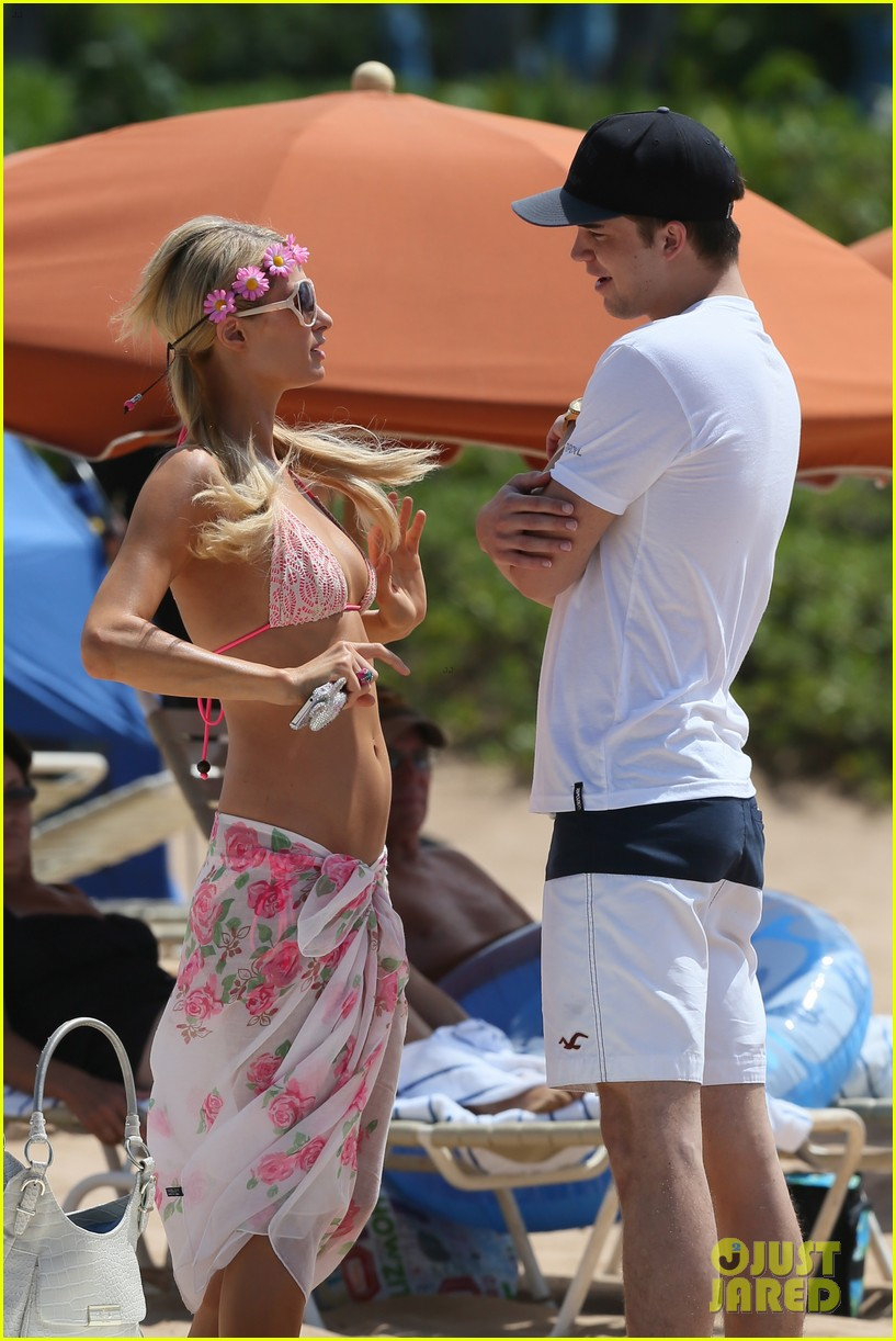paris hilton river viiperi hawaiian beach vacation 15