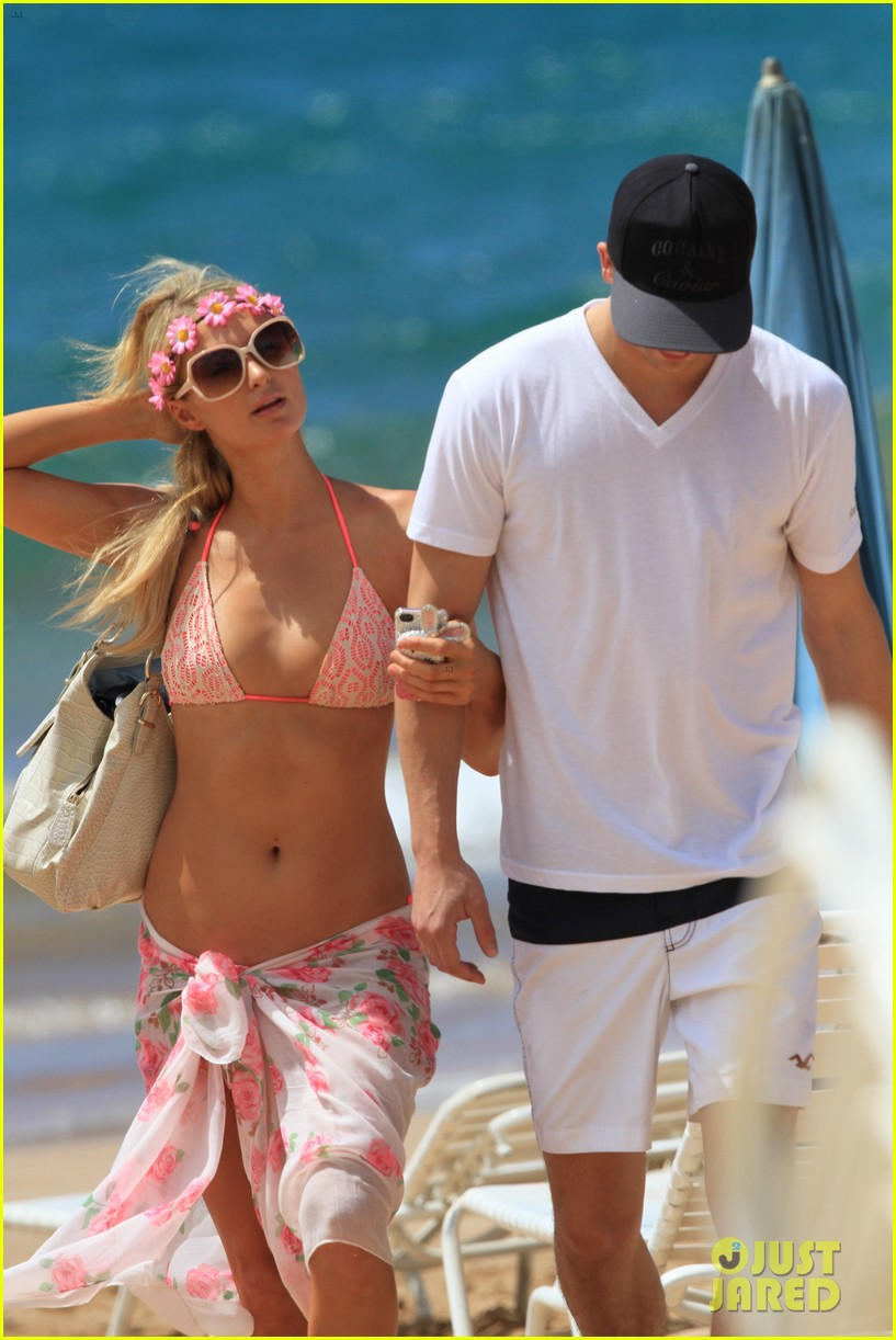paris hilton river viiperi hawaiian beach vacation 27