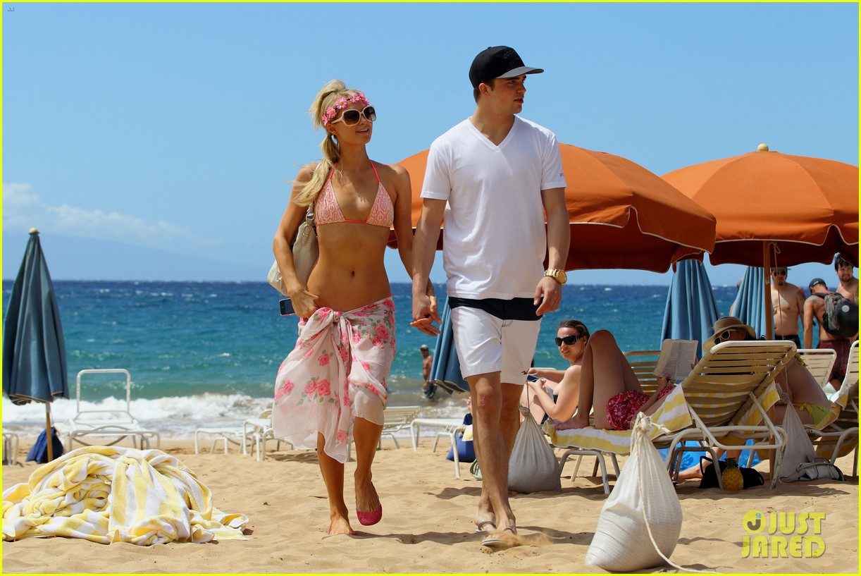 paris hilton river viiperi hawaiian beach vacation 30
