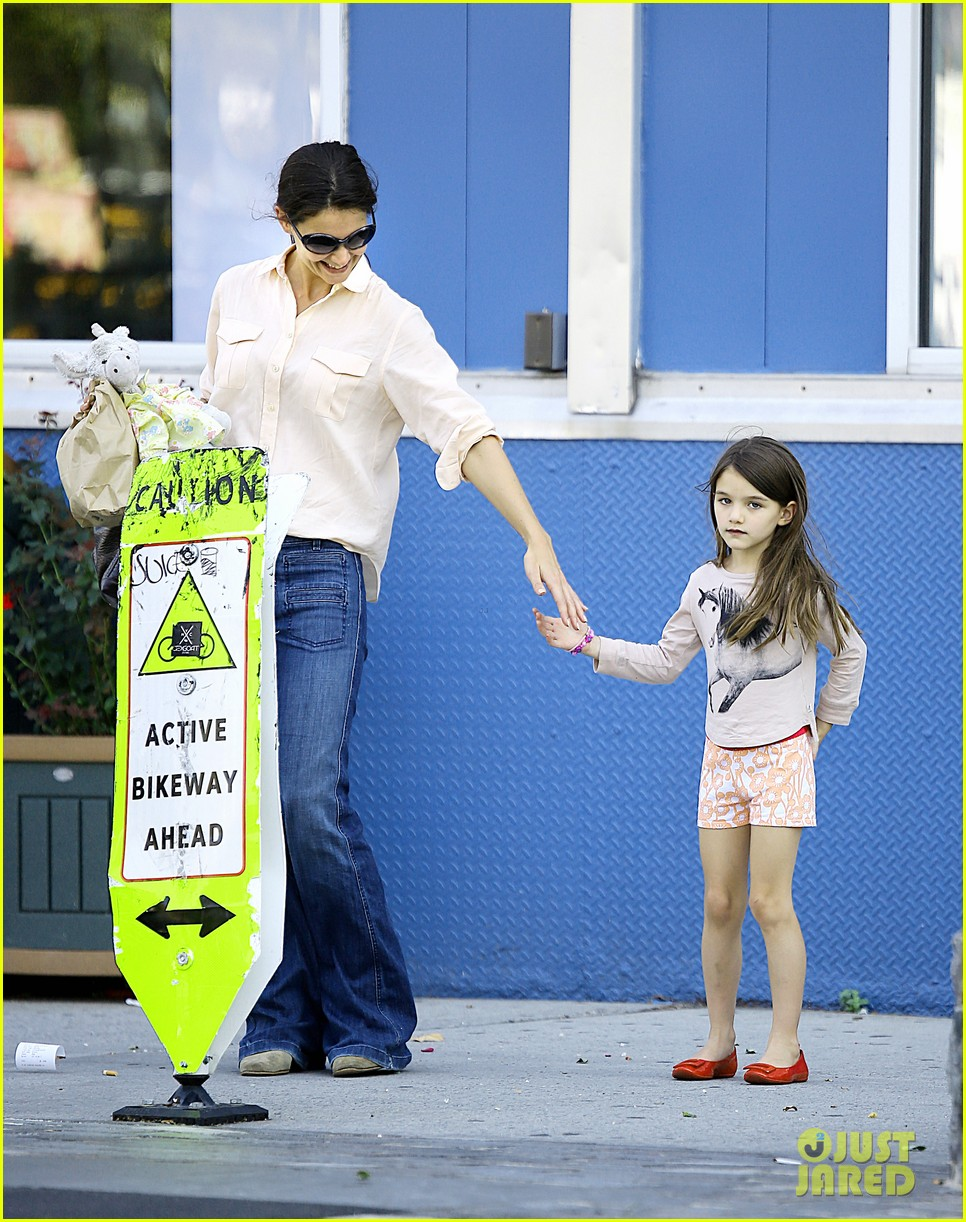 katie holmes suri hudson river park 04