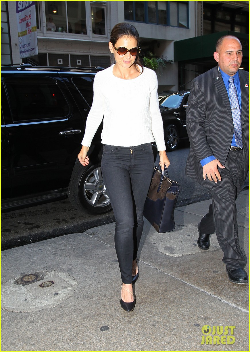 katie holmes lunches after holmes yang show 01