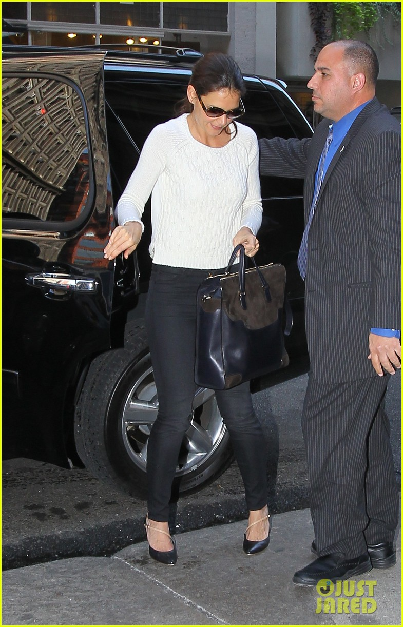 katie holmes lunches after holmes yang show 06