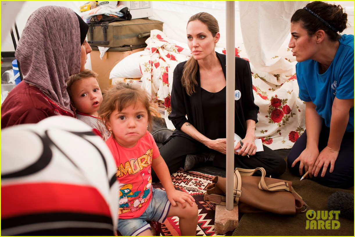 angelina jolie meets syrian refugee children in turkey 05