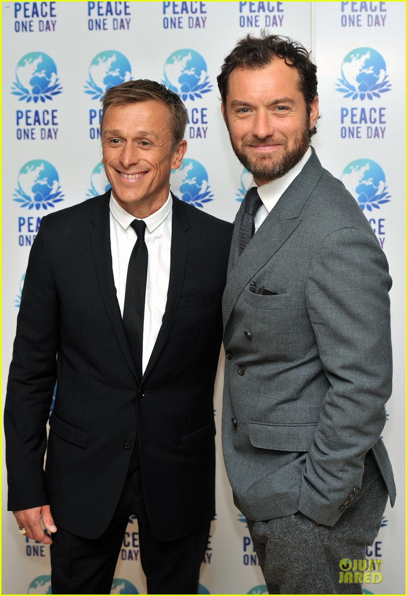 jude law peace one day concert 022725828