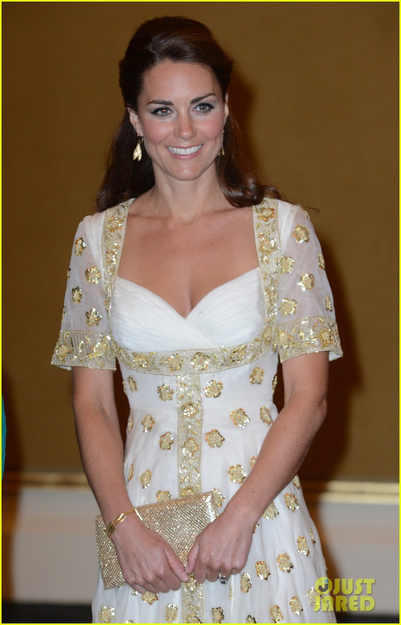 duchess kate prince william official dinner malaysia 04