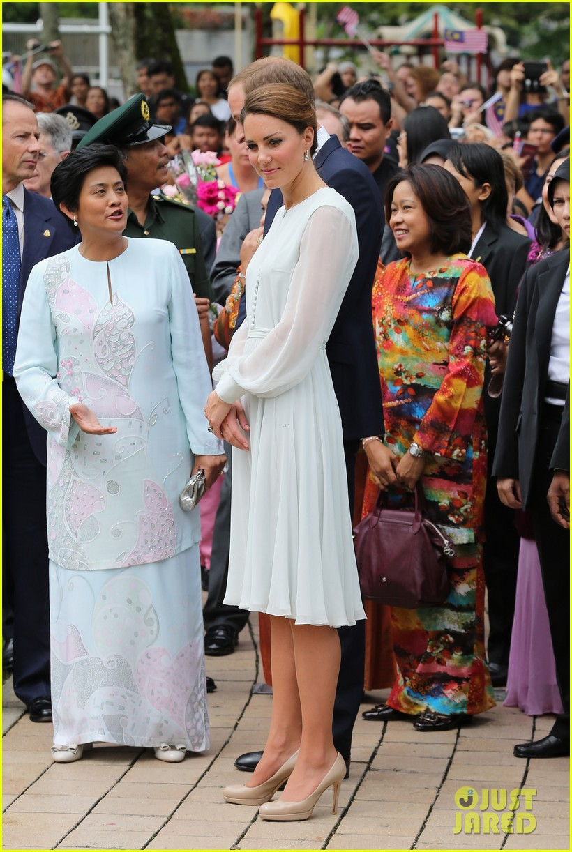 duchess kate prince william mosque visit 12
