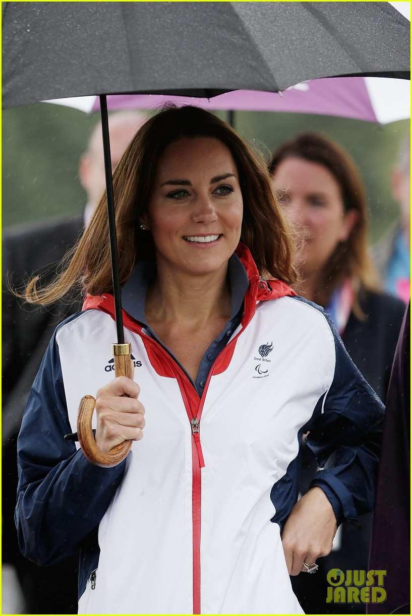 duchess kate cheers on rowing paralympics 07