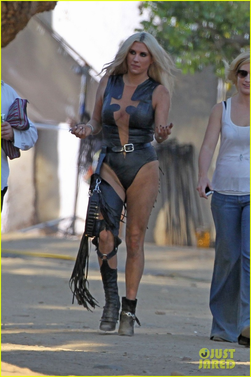 Ke$ha: 'Die Young' Video Shoot!