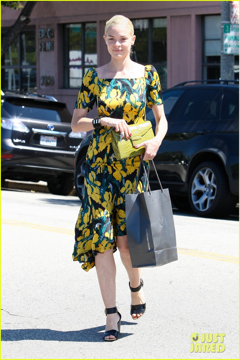 jaime king shopping salon visit 01