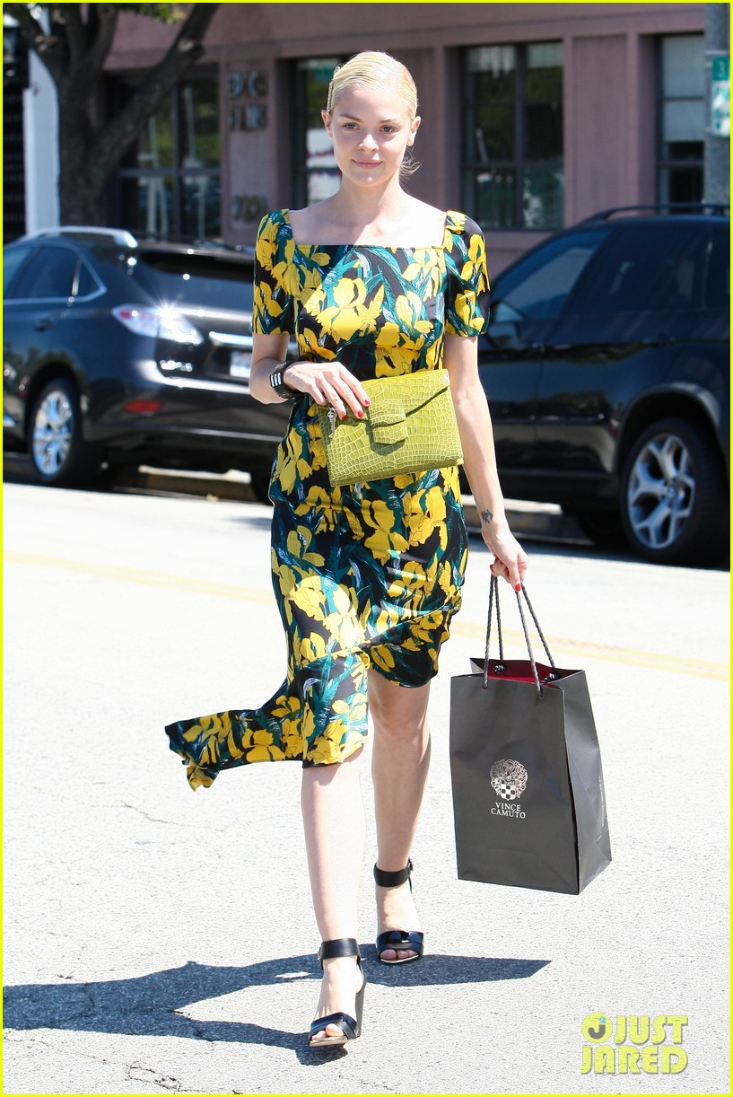 jaime king shopping salon visit 10