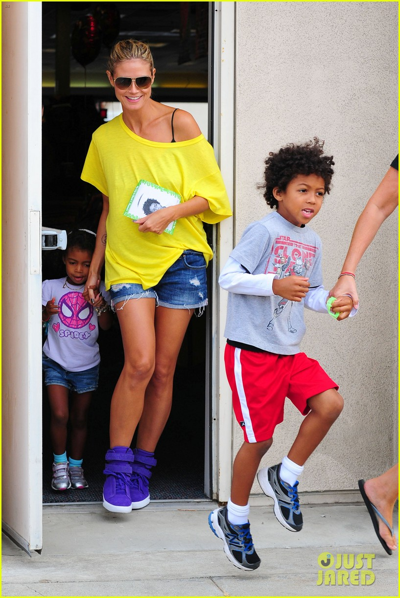 heidi klum martin kristen chuck e cheese with the kids 322727780