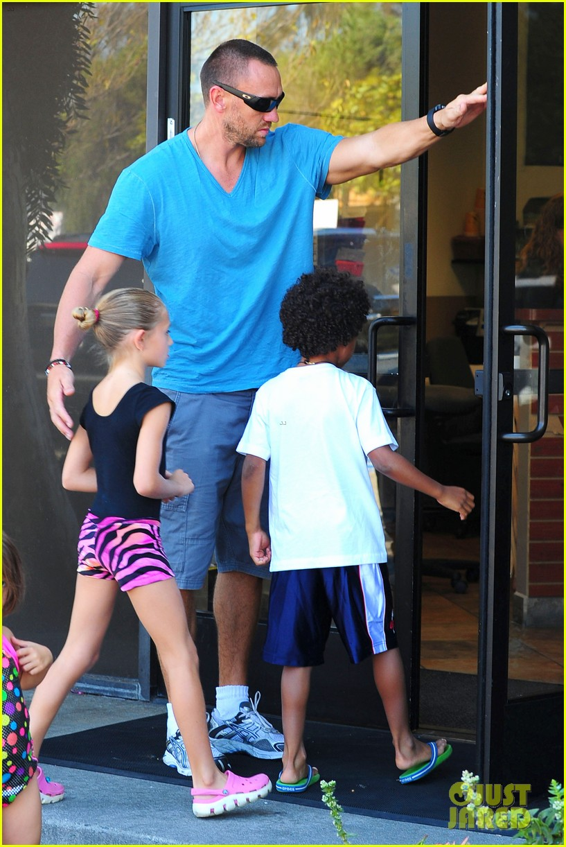 heidi klum martin kristen chuck e cheese with the kids 412727789