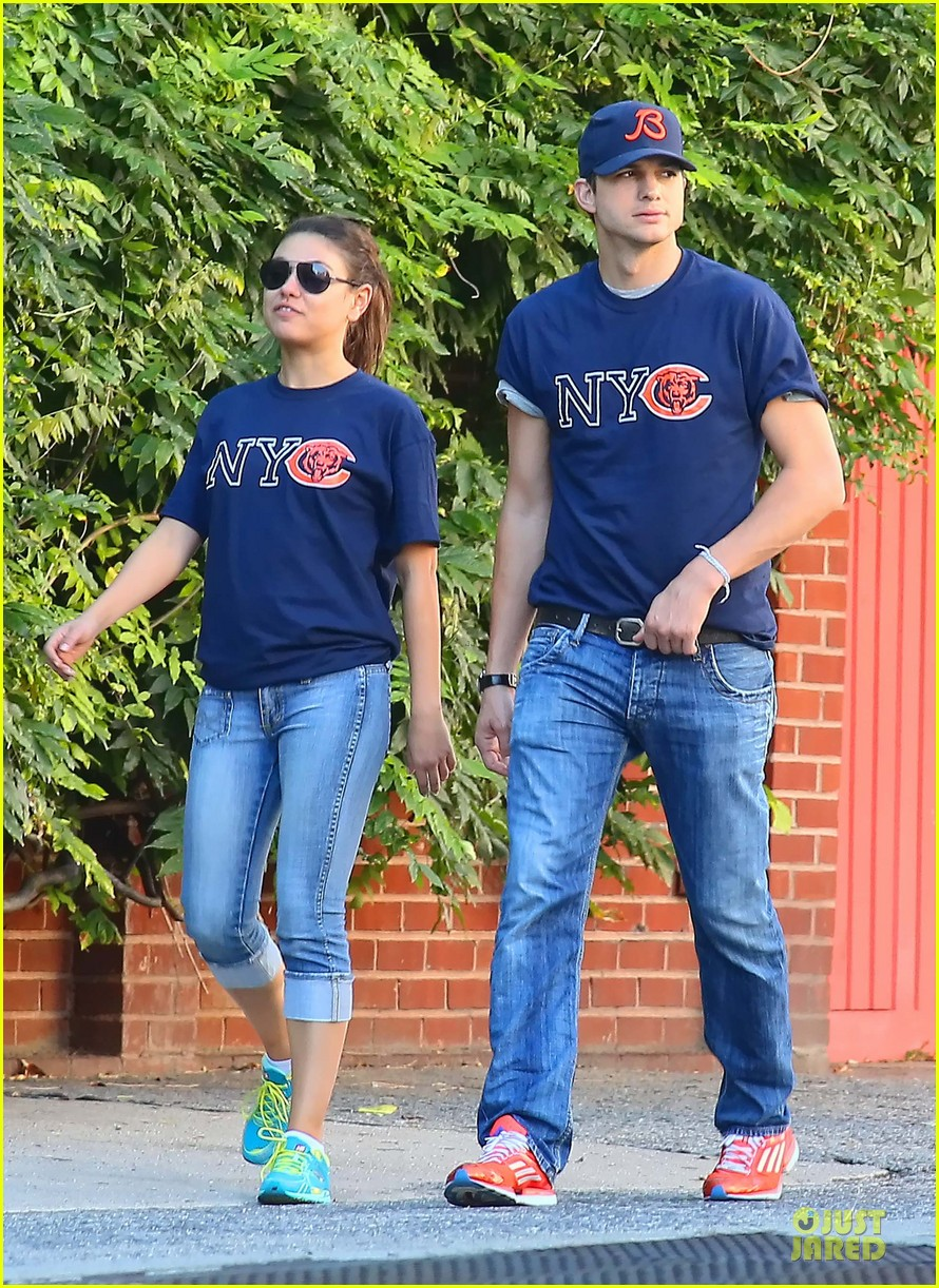 ashton kutcher mila kunis chicago bears couple 072727521