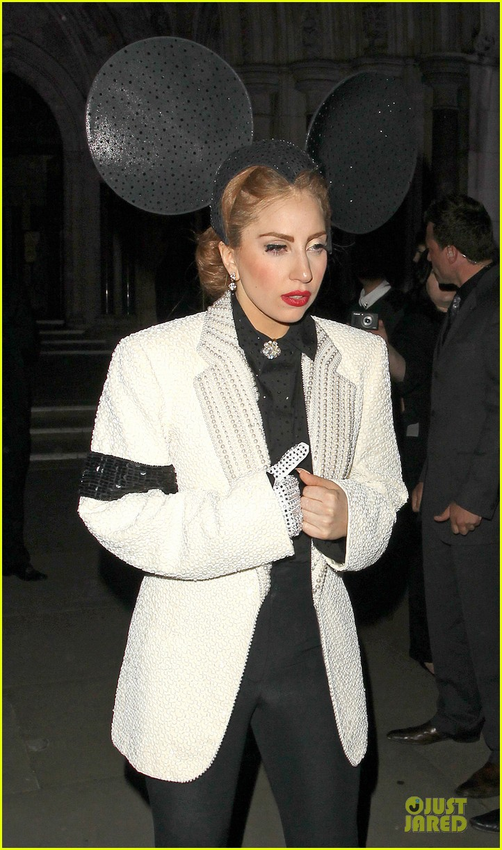 lady gaga philip treacy fashion show new 02