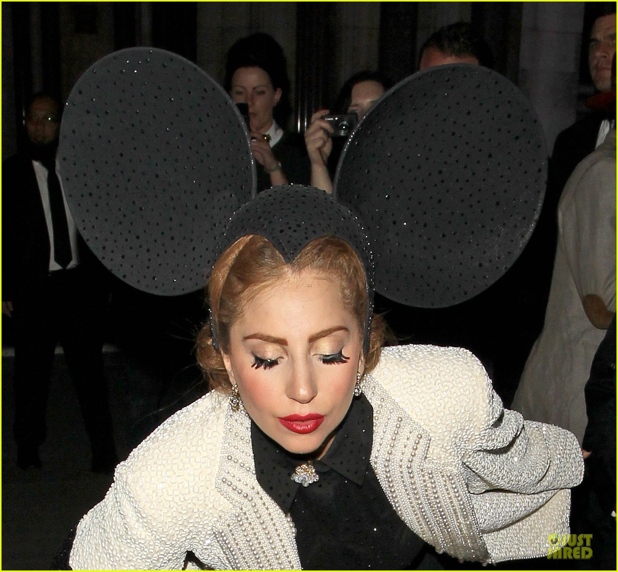 lady gaga philip treacy fashion show new 12