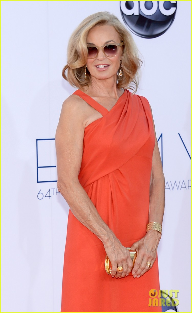 jessica lange kate mara emmy awards 2012 red carpet 03