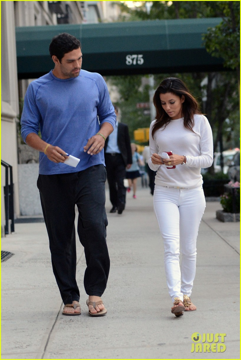 eva longoria mark sanchez holding hands 112727096
