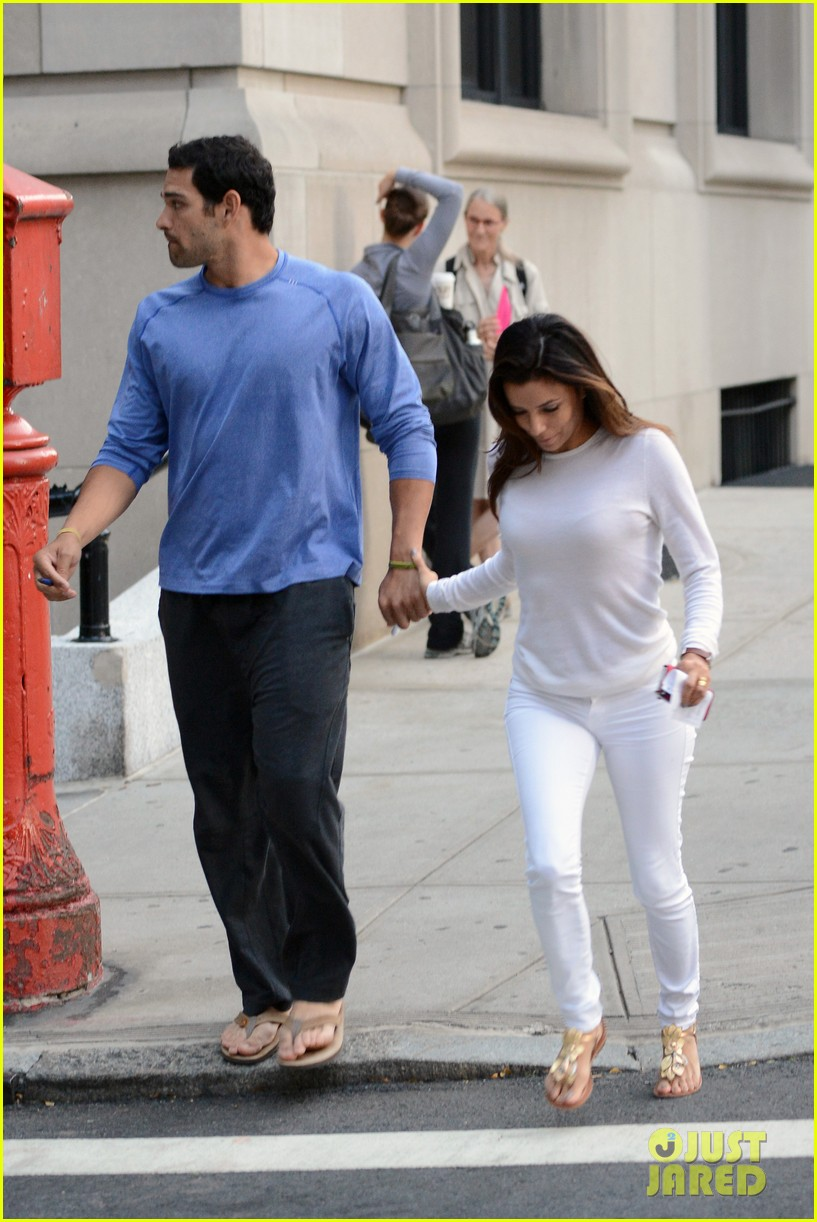 eva longoria mark sanchez holding hands 17