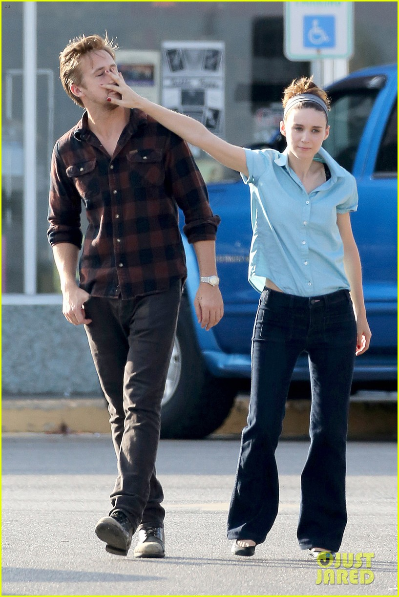 rooney mara pushes ryan gosling face on malick set 01