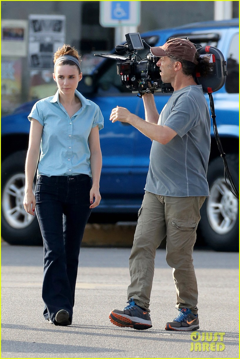 rooney mara pushes ryan gosling face on malick set 142729068