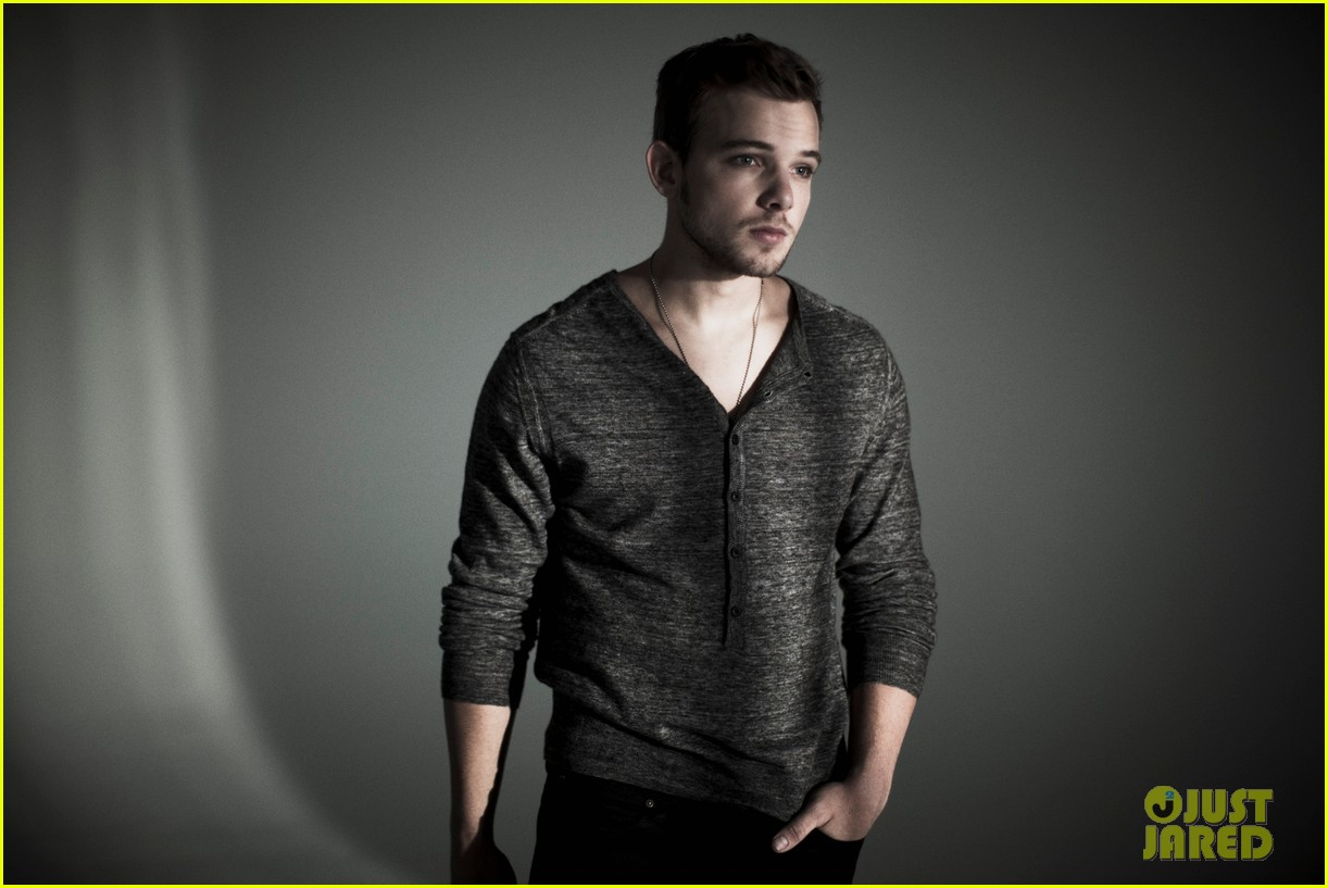 max thieriot just jared photo shoot 02