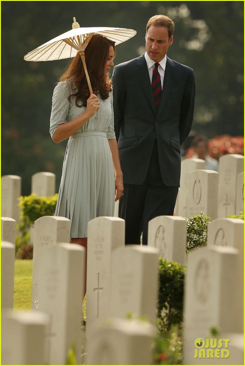 prince william duchess kate kranji war cemetery 092720989