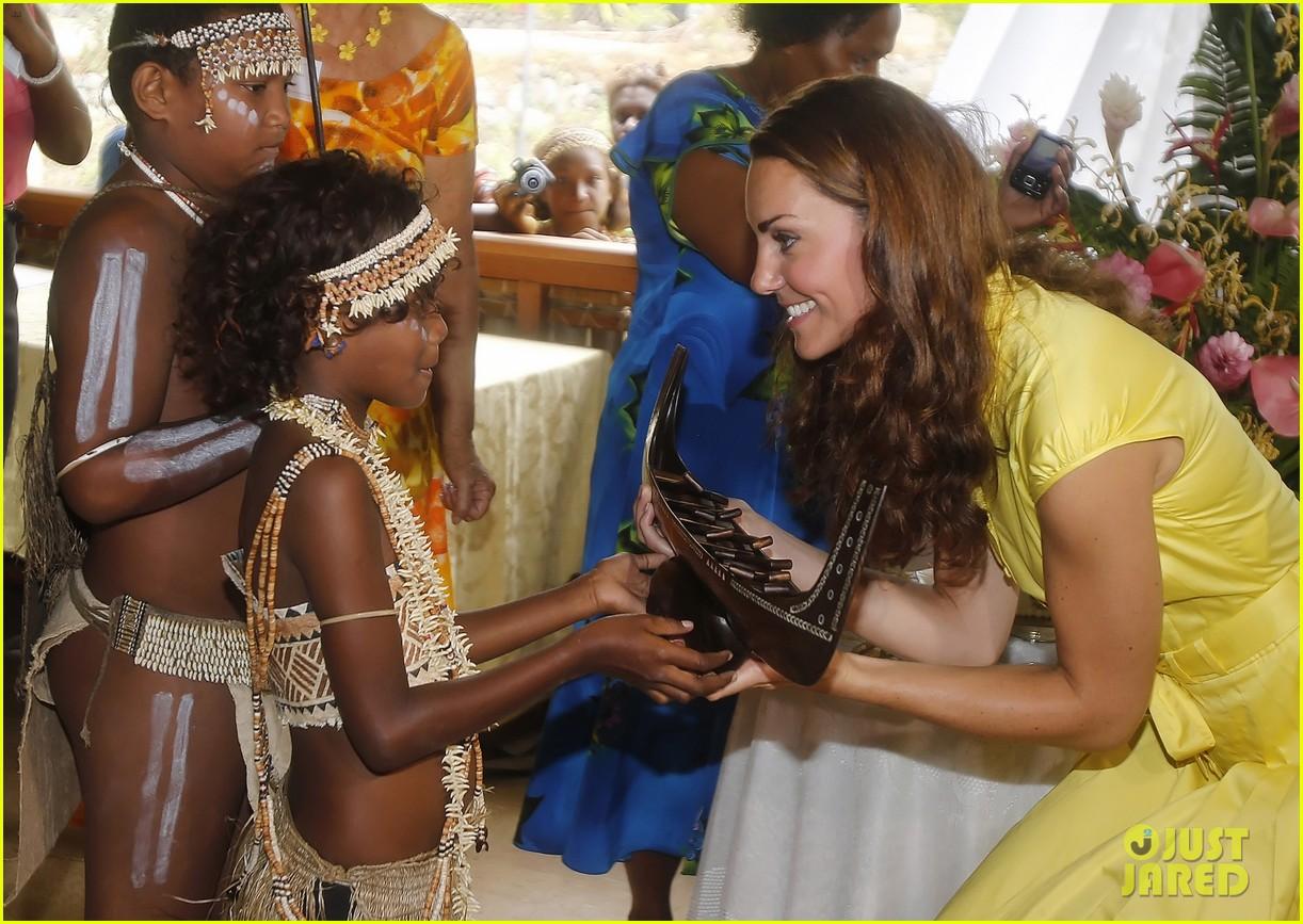 prince william duchess kate tavanipupu island visit 12