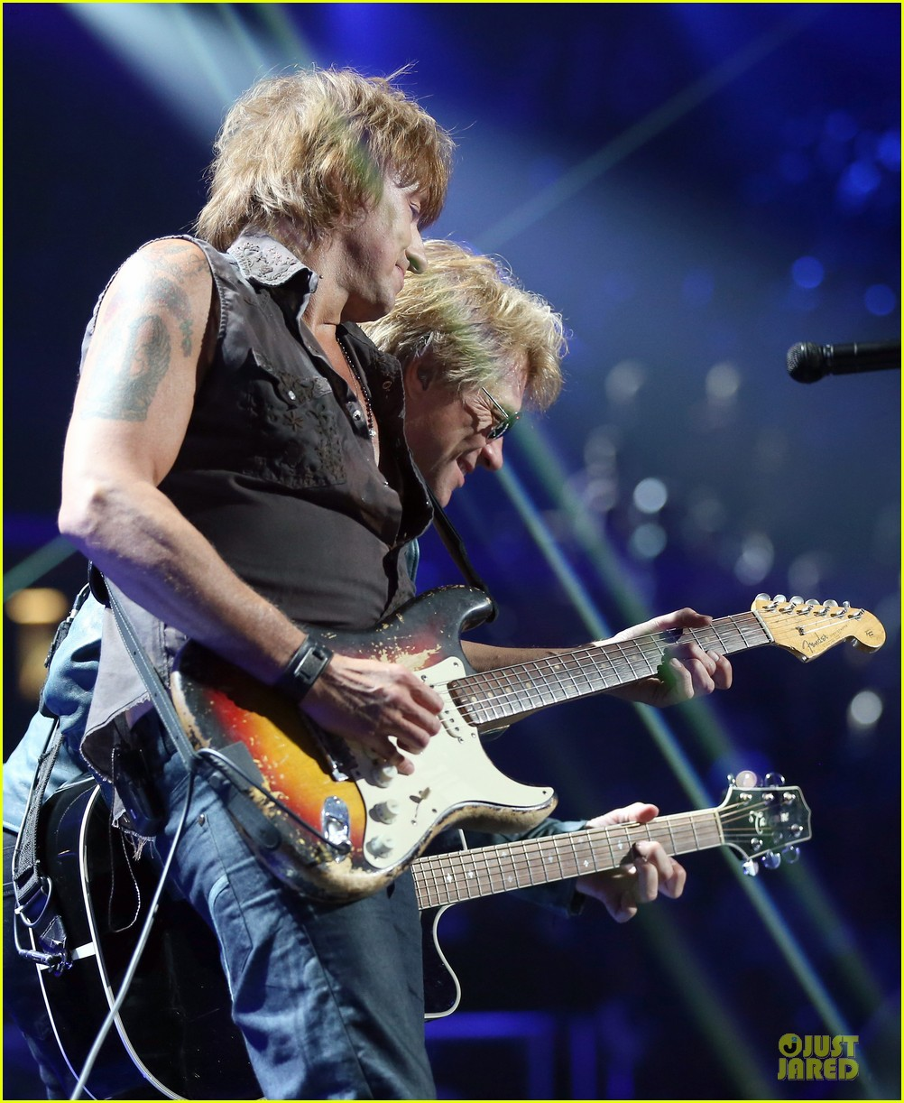miley cyrus bon jovi rock iheartradio duo 382726084