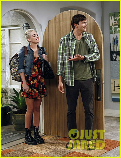 miley cyrus two and a half men stills 03