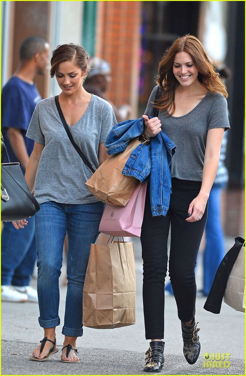 minka kelly mandy moore big apple shopping gals 03