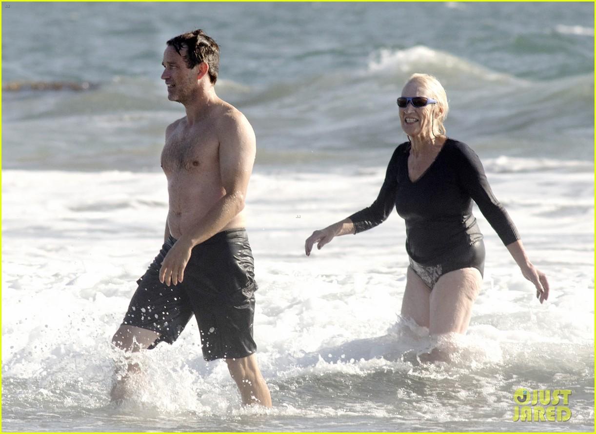 stephen moyer shirtless in venice beach 202730395